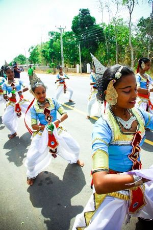 Sri lankan girls dancing
