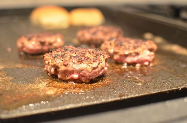 Beef slider patties cooking | hollywood housewife
