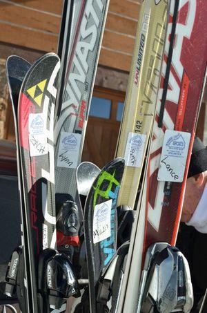 Skiing skis
