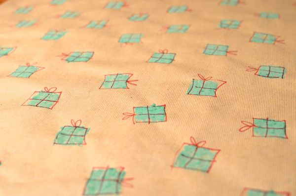 Easy personalized wrapping paper | hollywood housewife
