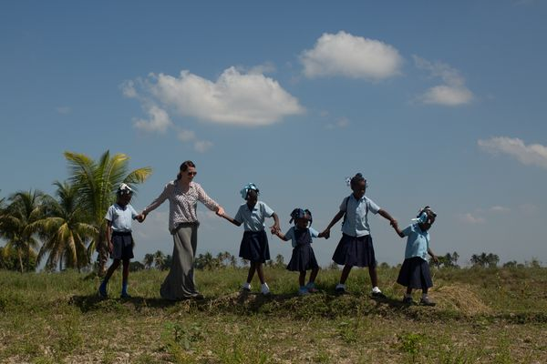 Haiti walking wall with girls in druin