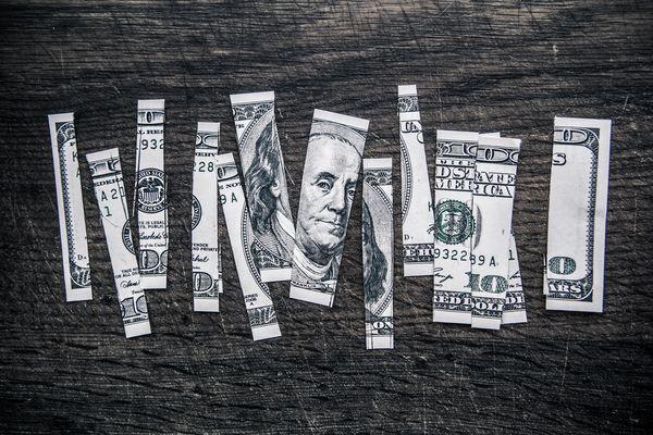 How do bloggers make money? via Hollywood Housewife