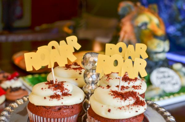 Lion party roar cupcakes
